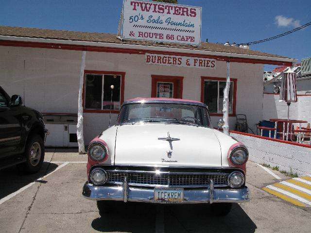 Twisters Cafe, Williams